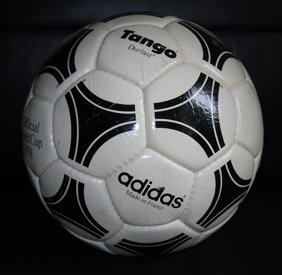 adidas-tango-durlast-1978-fifa-world-cup-argentina-made-in-france-soccer-football-official-4.jpg-1381441201