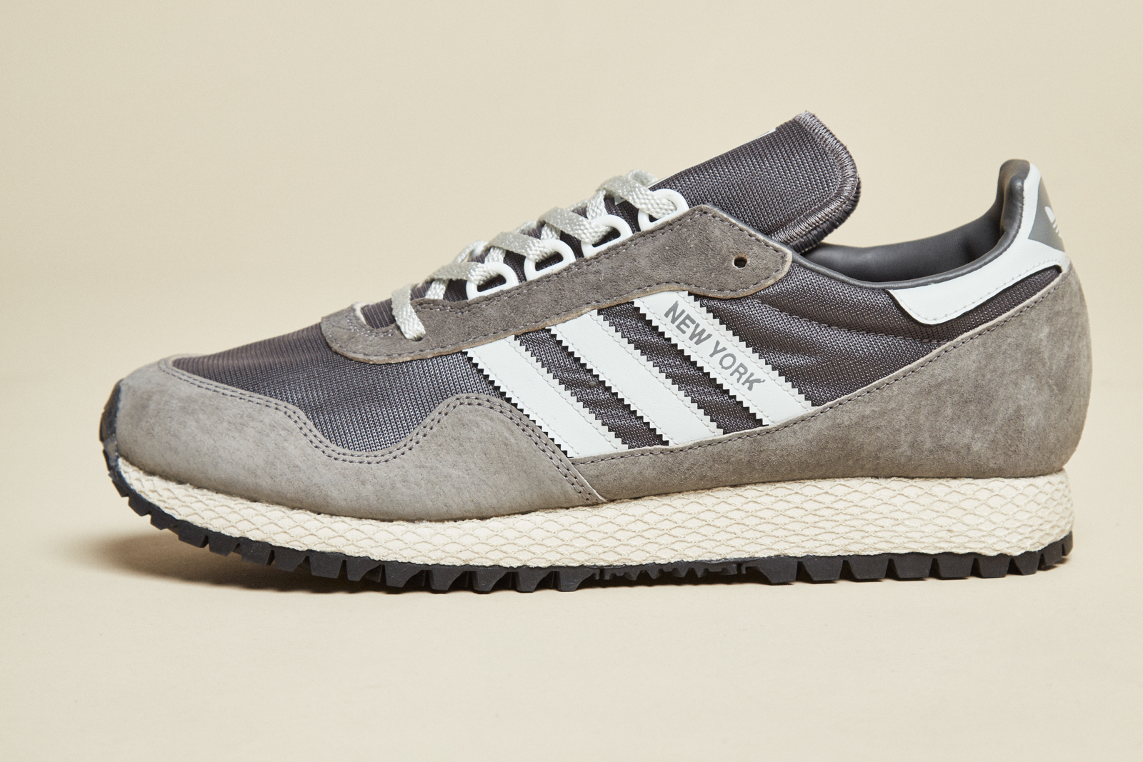 A noticeable feature on the New York is the Dellinger webbing around the midsole, a shock absorbing mechanic popular in adidas runners throughout 1980's.