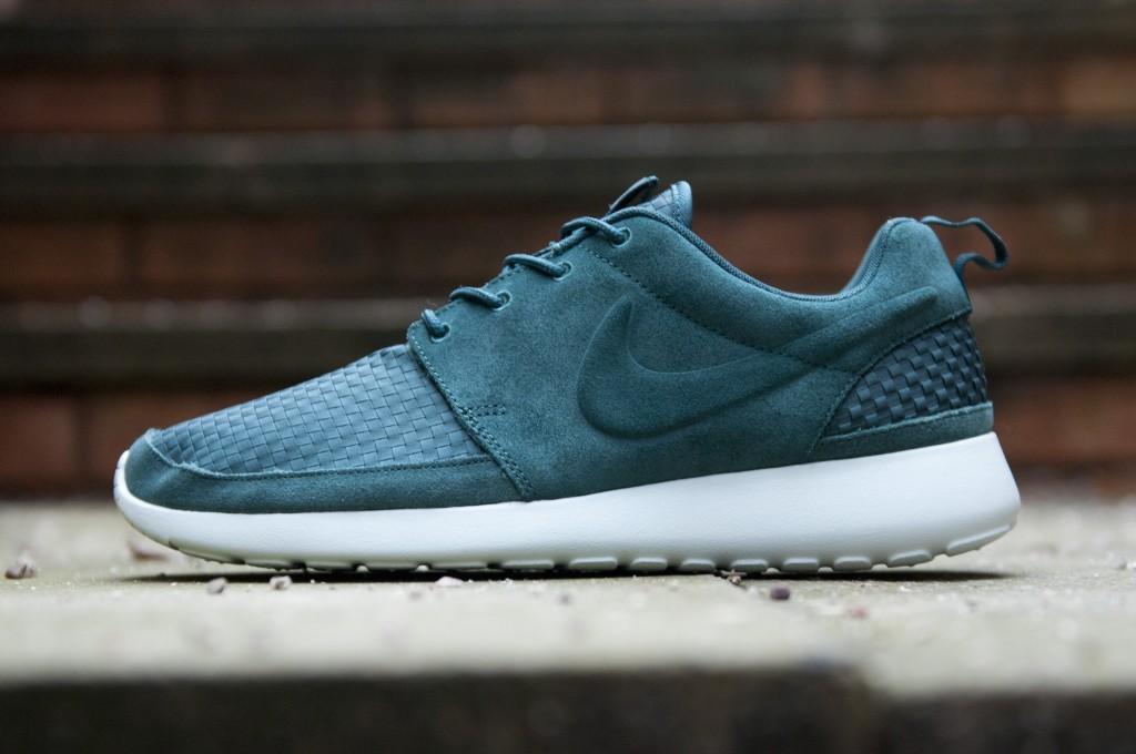 official photos a1dfe 503c4 Nike Roshe Run Woven