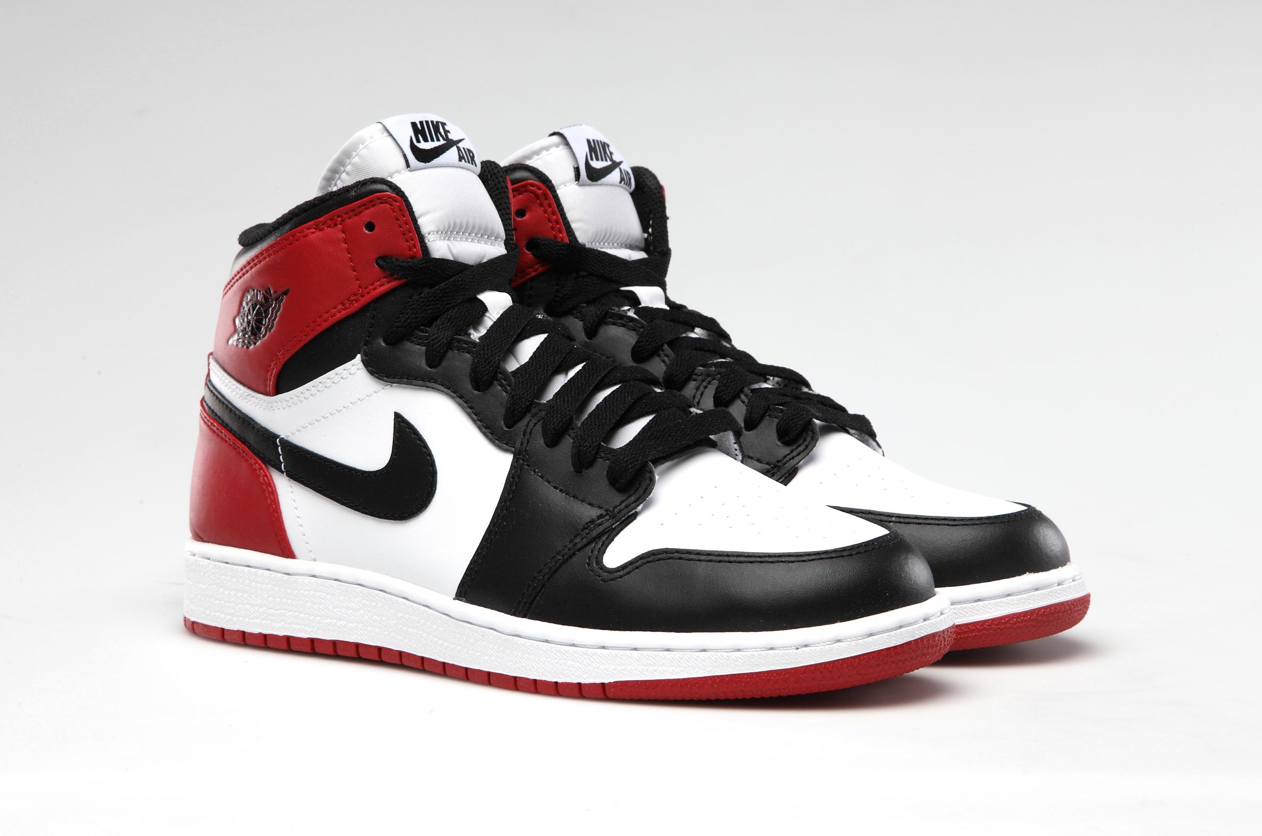 Air Jordan 1 OG 'Black Toe'