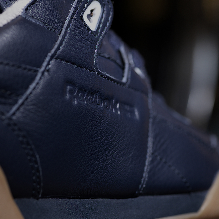 Reebok_Tumbled_Leather_Single_dark_detail_03_Sq