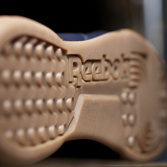 Reebok_Tumbled_Leather_Single_dark_detail_04_Sq