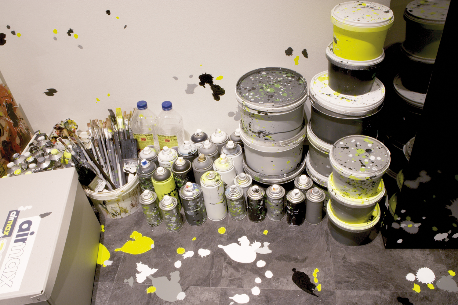 size-room-customised-paint-and-tools