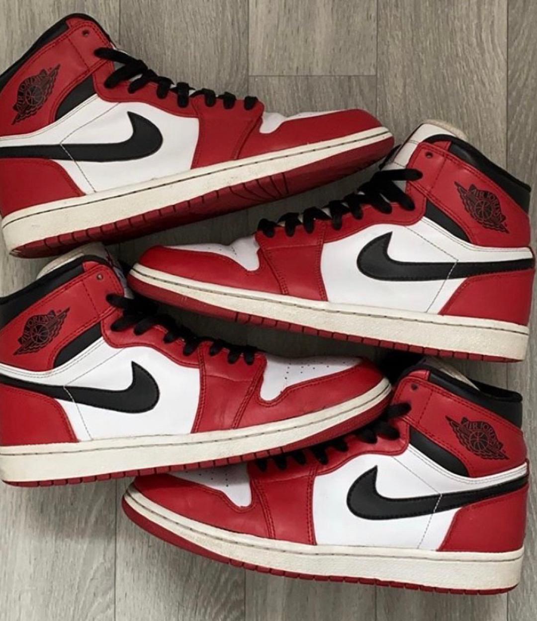 Nike Air Jordan 1 'Chicago'